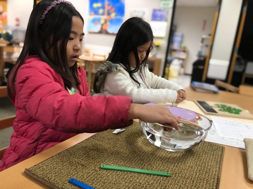 モンテッソーリ小学部での幾何学と感覚の体験